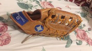 Baseball glove for Sale in Victoria, TX