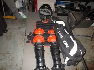 Catcher's Gear Used Medium Youth for Sale in Blue Springs, MO