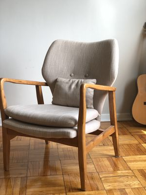 Midcentury chair with pillow for Sale in Alexandria, VA