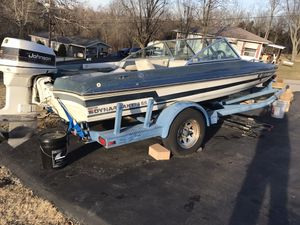 88. 18' Ebtide fish and ski boat. With a 110 HP Johnson motor for Sale in Arnold, MO