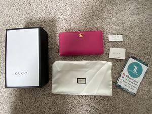BNWT Authentic Gucci Marmont Full Zip Wallet for Sale in Santa Clarita, CA