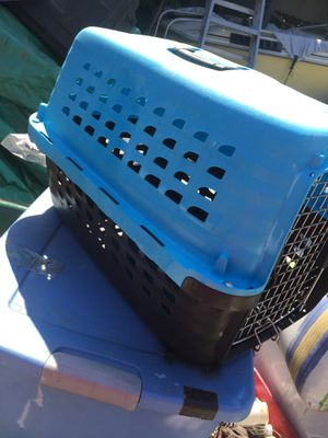 Small size dog kennel in good condition for Sale in Los Angeles, CA