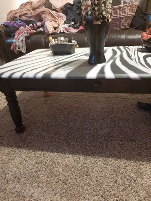 Real wood coffee table for Sale in Wahneta, FL