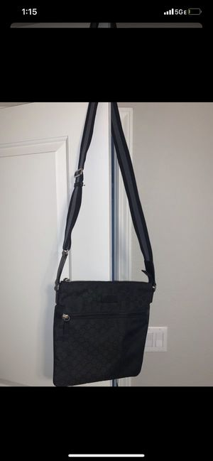Like New black Gucci messenger bag for Sale in Rancho Cordova, CA