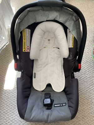 Graco car seat with base for Sale in Richmond, VA