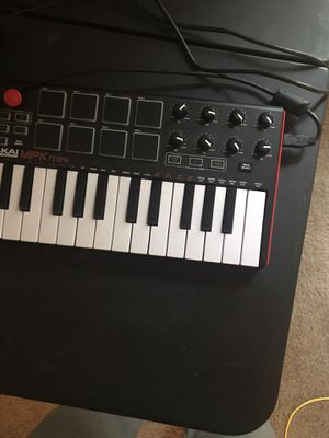 Focus rite interface with keyboard and studio mentors for Sale in New Orleans, LA