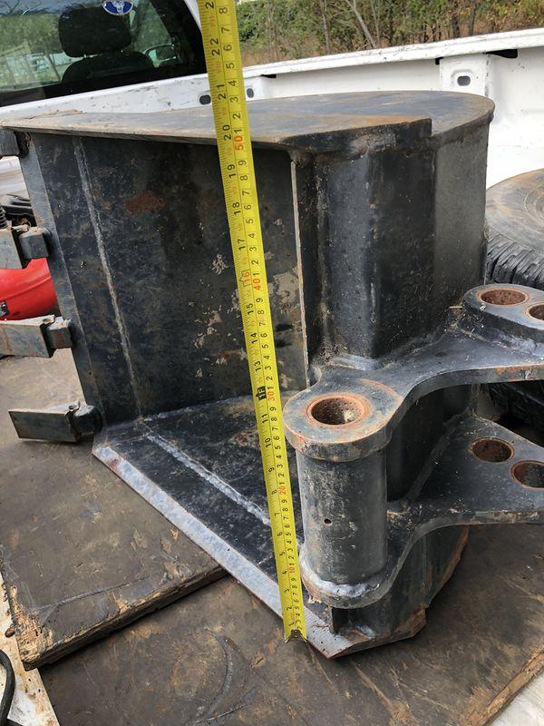 """Tractor Backhoe 20"""" bucket with teeth, barely used"""