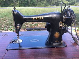 1952 Singer Sewing Machine w/ foldout table for Sale in St. Louis, MO