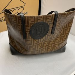 Pre-owned fendi Roma shoulder bag for Sale in Brooklyn,  NY