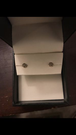 Champagne diamond cluster earrings for Sale in Vancouver, WA