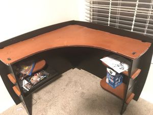 Corner desk for Sale in Franklin, TN