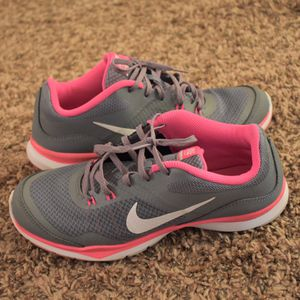 Nike Women's Training shoes size 7 for Sale in Wichita, KS