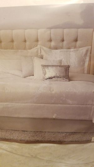Mainstays 7 piece F/Q bedding set for Sale in Las Vegas, NV