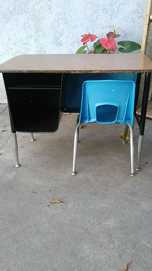 School desk for Sale in Baldwin Park, CA