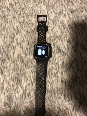 Apple watch series 4 40 mm for Sale in Fresno, CA
