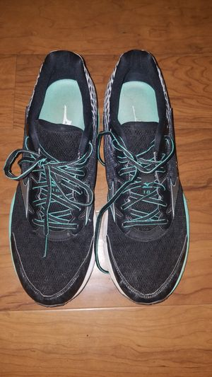 Mizuno mens shoes size 10.5 for Sale in Columbia, MD