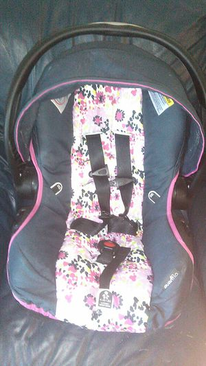 Infant car seat for Sale in Crawfordsville, IN