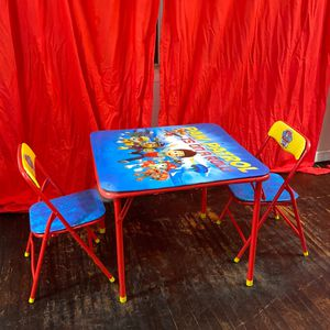 Kids Table With Chairs for Sale in Los Angeles, CA