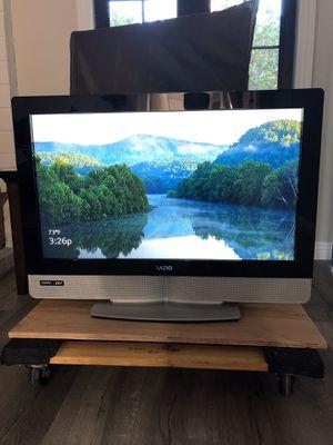 """VIZIO 32"""" LCD HDTV for Sale in Mission Viejo, CA"""
