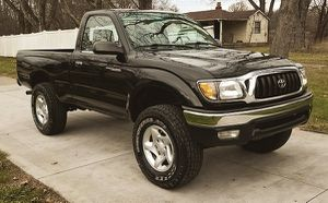 I'm selling my '01 Toyota Tacoma! for Sale in Cleveland, OH