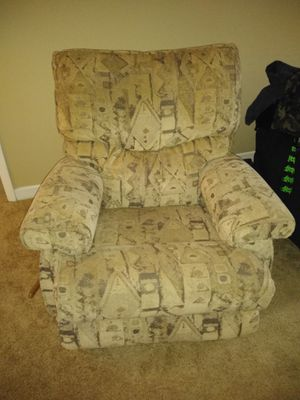 Lazy boy brand recliner for Sale in Cleveland, OH