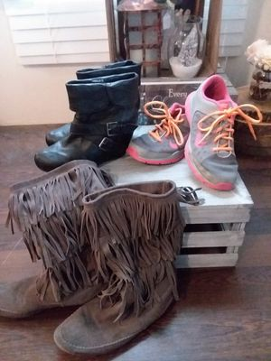 Woman's shoes/boots for Sale in Martinsville, IN