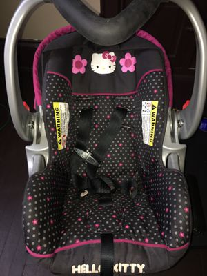 Hello kitty car seat 💺 for Sale in Milwaukee, WI