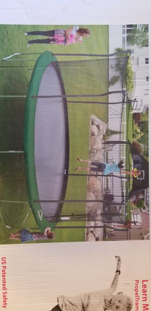 """15"""" Trampoline Set with Basketball Hoop for Sale in Homestead, FL"""