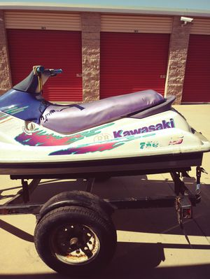 """92"""" kawasaki 750 in good condition pink in hand skie only no trailer 1400 for Sale in Moreno Valley, CA"""
