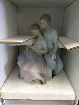 Lladro a circle of love figurine for Sale in Orlando, FL