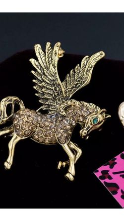 Betsey Johnson Pegasus Flying Horse Bronze Brooch Necklace On18 inch Adjustable Chsin for Sale in Northfield,  OH