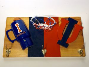 University of Illinois I Vintage 🔥🔥🔥 coat hanger basketball hoop for Sale in Chicago, IL