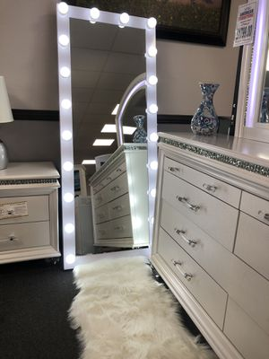 Floor Mirror w/ Lights Gorgeous❤️ for Sale in Fresno, CA