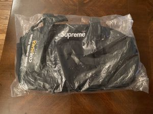 Supreme waist bag FW19 (BLACK) for Sale in Los Angeles, CA