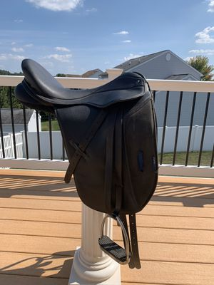 Thorowgood Griffin Dressage Saddle for Sale in Menges Mills, PA