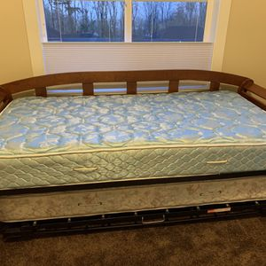 Wooden Day Bed & Trundle Bed for Sale in Happy Valley, OR