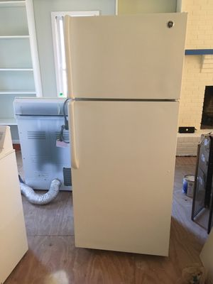 GE Top Freezer Refrigerator for Sale in Durham, NC