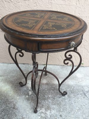 Round side or end table diameter 20 height 27 for Sale in Davie, FL