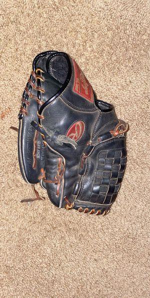 Baseball Glove for Sale in Moreno Valley, CA