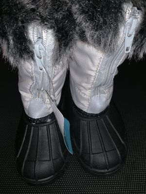 Girls Snow ⛄️ Boots ( size 10 ) for Sale in Phoenix, AZ