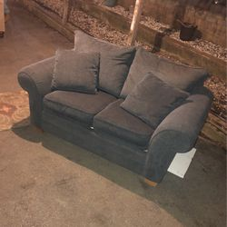 BEAUTIFUL GREY LOVESEAT for Sale in St. Louis,  MO