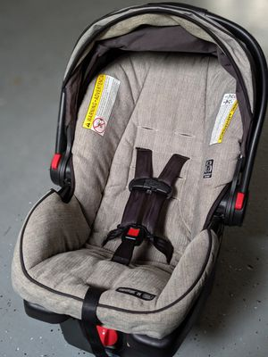 Graco Snugride 35 Click Connect Carseat + Extra Base for Sale in Newport News, VA