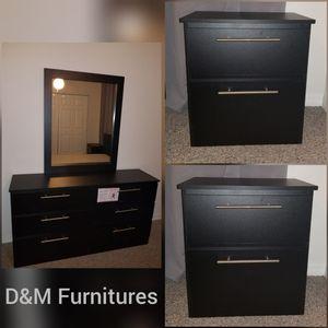 Comoda con espejo y mesas de noche... Dresser with mirror and nightstands for Sale in Miami Gardens, FL