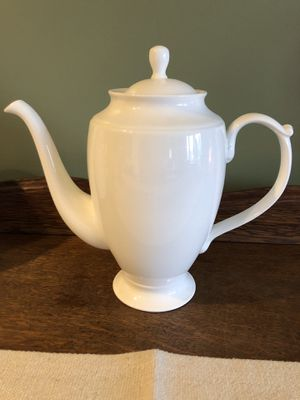 Bone China coffee pot, no markings, bright white, beautiful pot in excellent condition for Sale in Sykesville, MD