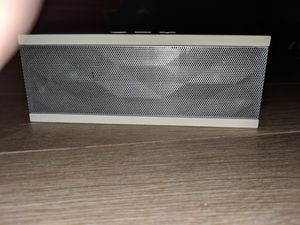 2 BLUETOOTH SPEAKERS 1 JAMBOX and the other ITWIST for Sale in Boca Raton, FL