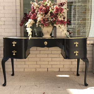 Antique Vanity Table for Sale in Richmond, TX