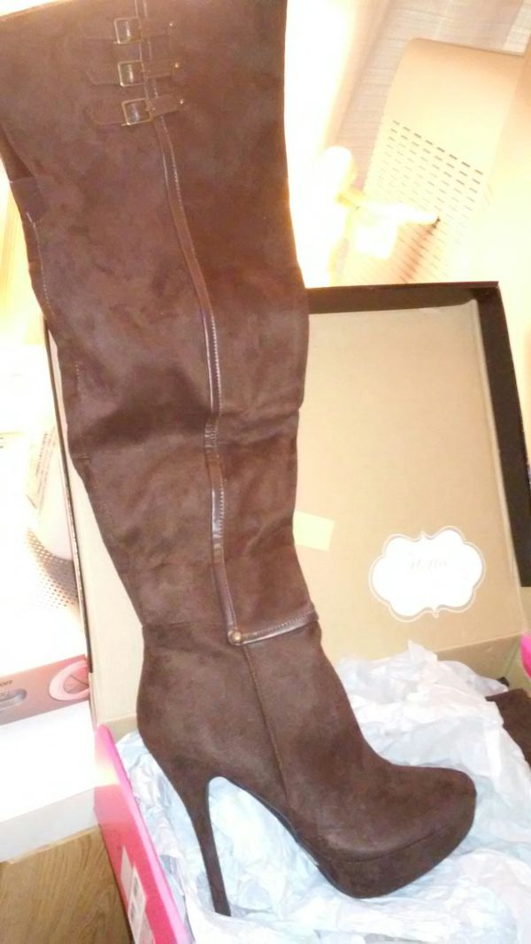 Thigh high leather boots beautiful never worn size 9