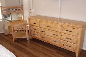 Bedroom Set - Solid Wood 7 Piece Bedroom Set (Queen) for Sale in Phoenix, AZ