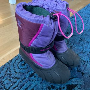 Sorbel size 5 girls snow boots for Sale in New York, NY