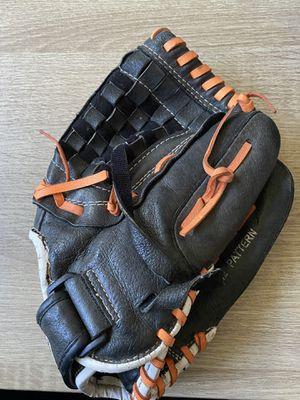 Softball glove for Sale in Nuevo, CA